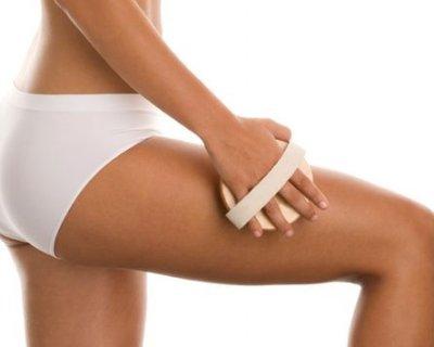 5 переваг і правила масажу сухою щіткою
