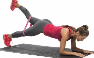 15 вправ з гумкою: комплекс на всі групи м'язів (і без іншого інвентарю)