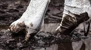 Бризки на одязі при ходьбі: про які проблеми із ногами вони говорять